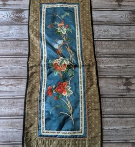 Small vintage table runner Don Huang